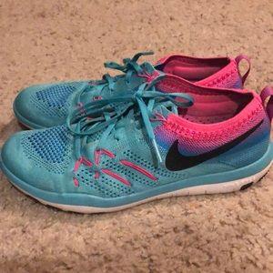 Nike free flyknit athletic shoe sz 7.5